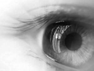 Mata Hitam Putih